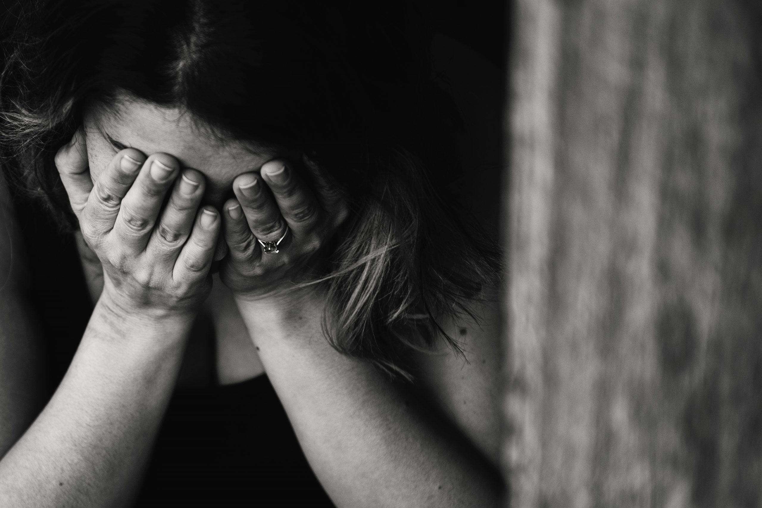 Cara Mengetahui Apakah Anda Memiliki Masalah Ketergantungan Emosional scaled