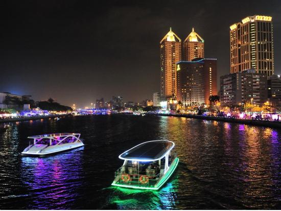 Love River Tempat Wisata Malam yang Romantis di Kota Kaohsiung Taiwan