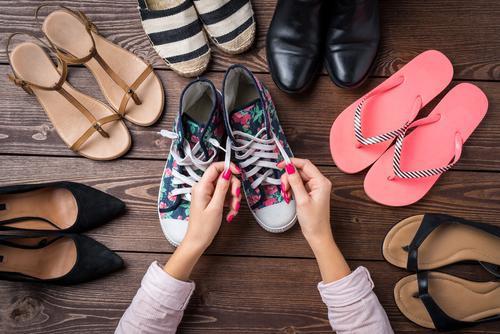 9 Jenis Sepatu Traveling yang Tepat untuk Rencana Liburan