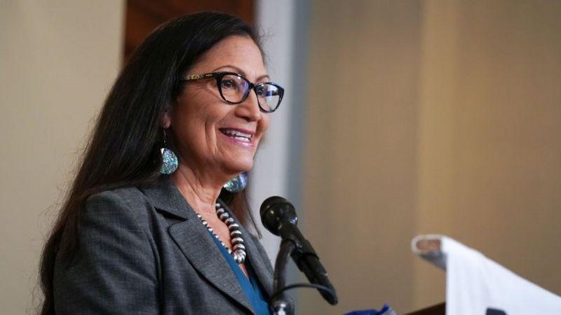 Deb Haaland Calon Menteri Dalam Negeri AS dari Suku Asli Amerika