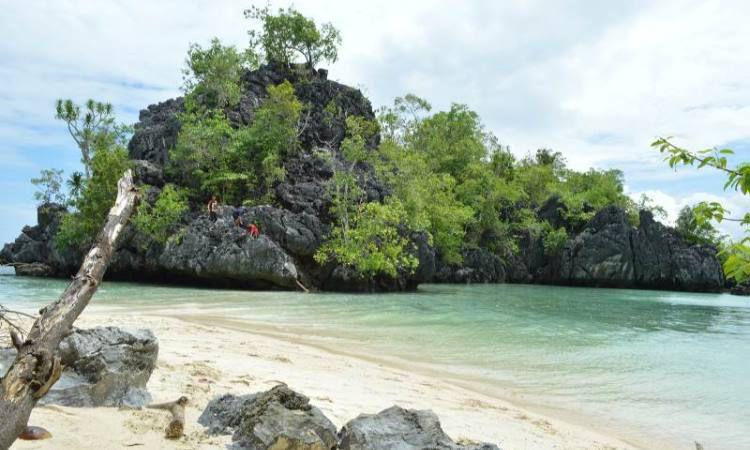 Menikmati Senja di Pulau Senja Sulawesi Tenggara