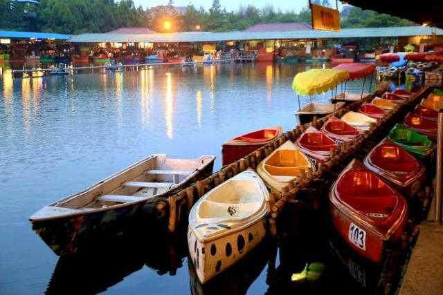 Floating Market Lembang Tawarkan Suasana Outdoor yang Cantik