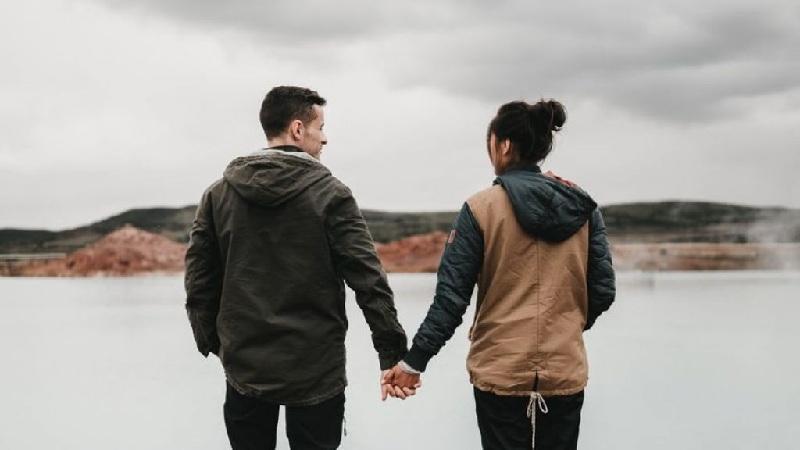 Percaya Pada Pasangan Agar Mempererat Hubungan herstory.co .id