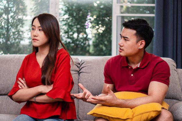 Sikap Minder Pada Pasangan Bisa Merusak Hubungan Asmara. Ini Alasannya