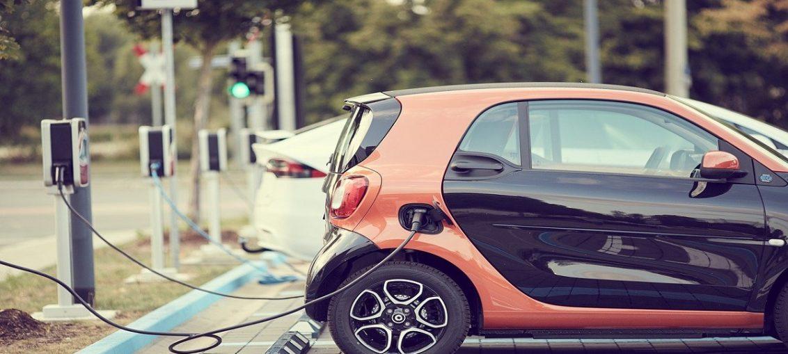 Salah satu yang menjadi perhatian adalah segmen mobil ramah lingkungan atau lebih familiar, yaiut mobil listrik yang beredar di Indonesia.