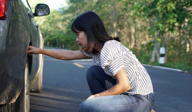 Tips Mencegah Ban Mobil Pecah saat Berkendara