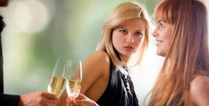 Ini 5 Penyebab Orang Merasa Iri Hati pada Temannya Sendiri