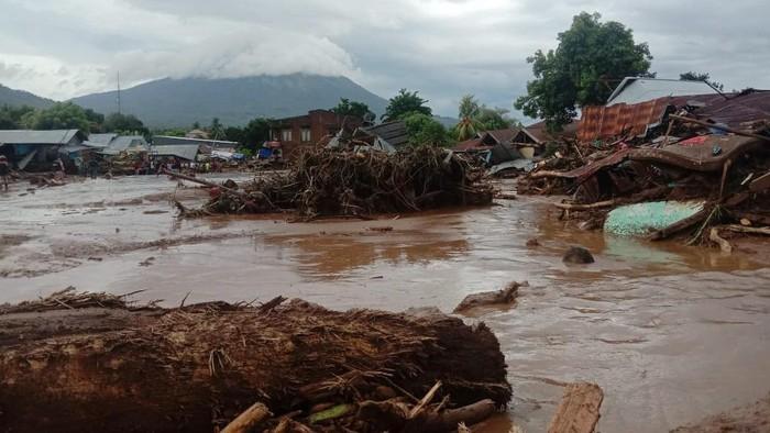 Bendungan Jebol Banjir Bandang NTT Masih Terus Melanda