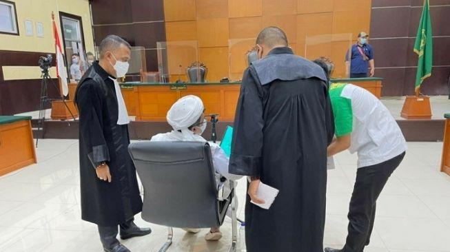 Sidang Habib Rizieq Penuh Kontroversi Versus Pernikahan Atta Aurel