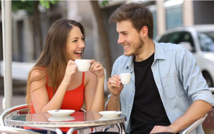 Ini 6 Tingkah Wanita yang Membuat Pria Jatuh Cinta