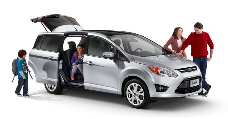 5 Rekomendasi Mobil Keluarga Terbaik 2021 Nyaman dan Harganya Terjangkau