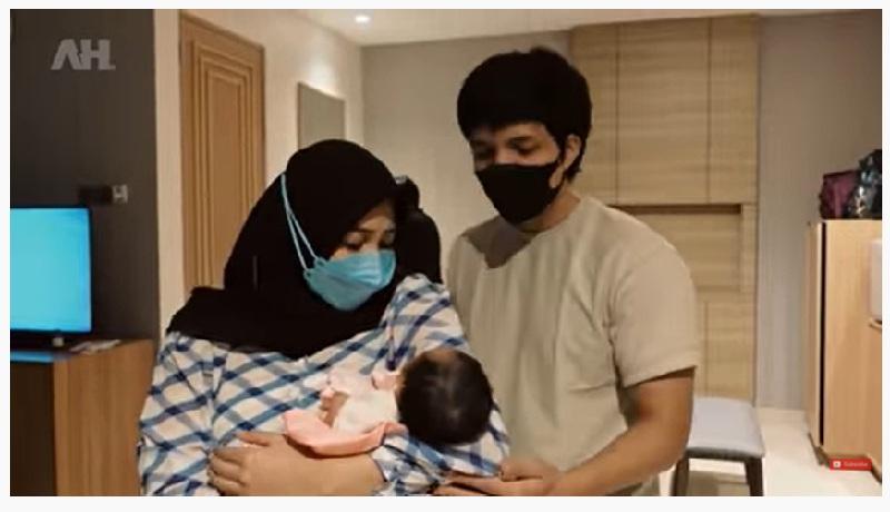 Aurel Hermansyah Bersama Baby Aurel Selamat Datang Di Dunia