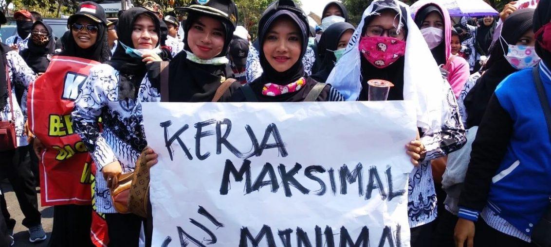 Gaji Guru Honorer Kecil Nasib Guru di Indonesia Dipertaruhkan