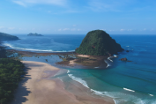 Pantai Kelas Dunia di Banyuwangi yang Mempesona