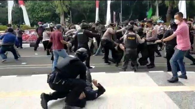Polisi Smackdown Mahasiswa di Tangerang